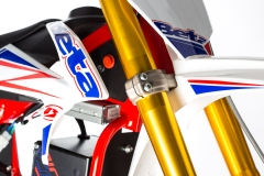 MiniCross-E-Front Forks Close Up